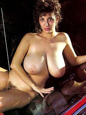 Reife Frau mit grossen Haengetitten