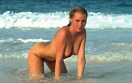 Nackte Frau am Strand