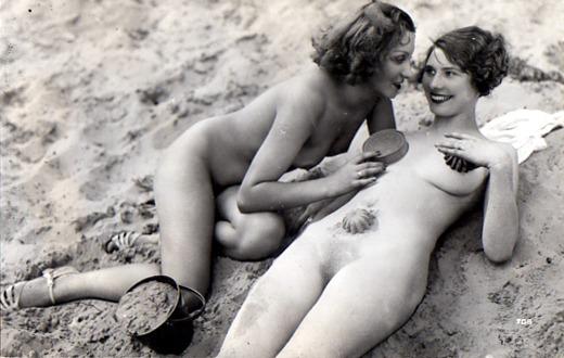 Alte Aktbilder - Frauen am Strand