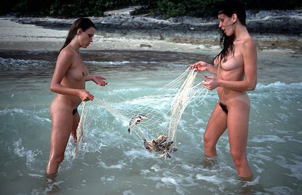 behaarte Frauen am Strand